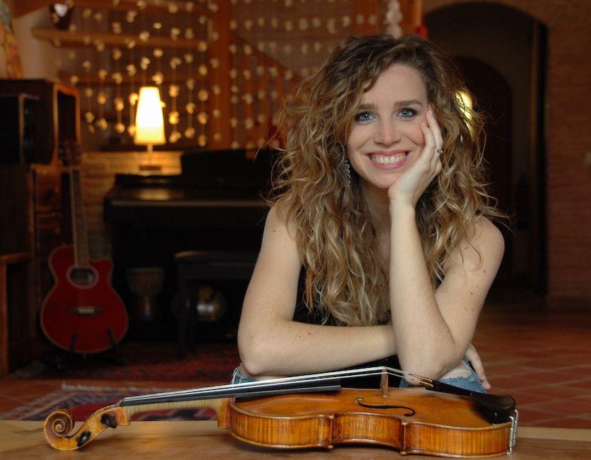 Silvia Romero, profesora de violín en Bye Bye Beethoven